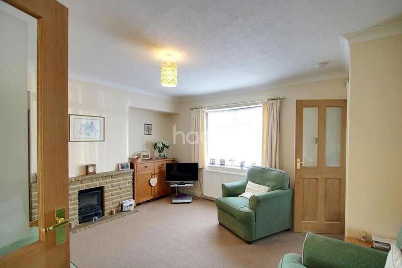 4 Bedrooms Terraced House for sale in Maple Crescent