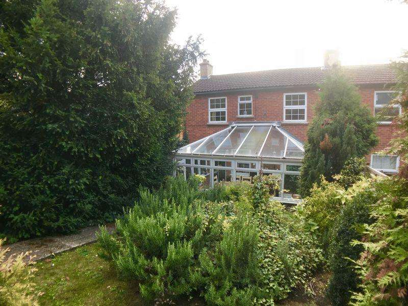 3 Bedrooms Semi Detached House for sale in East Side, High Wycombe