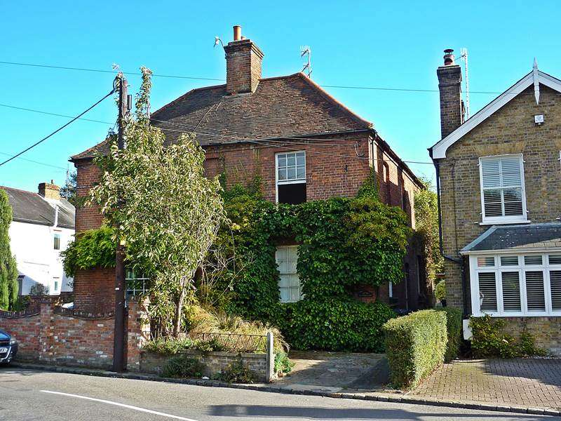 3 Bedrooms Detached House for sale in WOOBURN TOWN