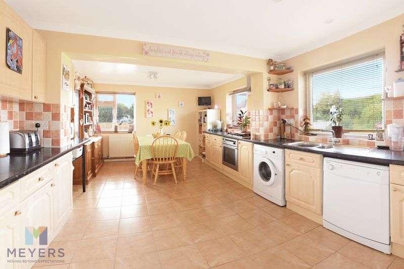 4 Bedrooms Property for sale in Northmoor Way, Wareham
