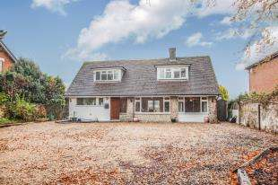 4 Bedrooms Bungalow for sale in London Road, River, Dover, Kent