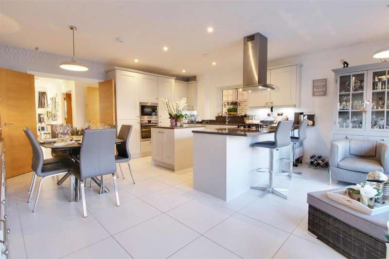 4 Bedrooms Detached House for sale in Chatt Court, Welwyn