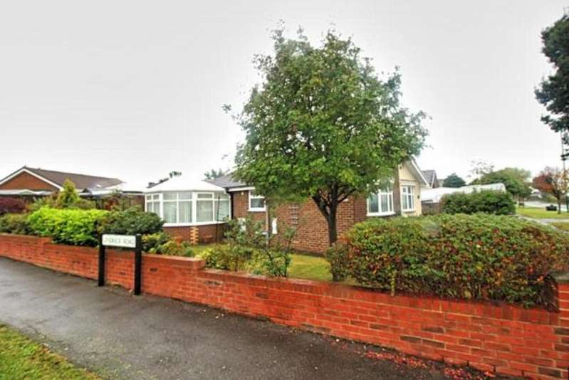 3 Bedrooms Bungalow for sale in Longbeck Lane