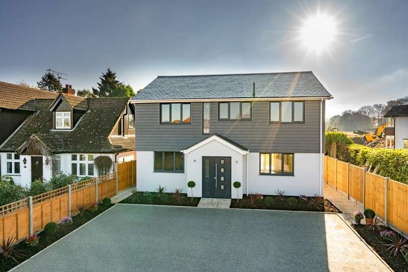 4 Bedrooms Detached House for sale in Green Lane, Bovingdon, HP3