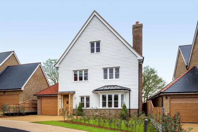 5 Bedrooms Detached House for sale in London Square, Chigwell, London