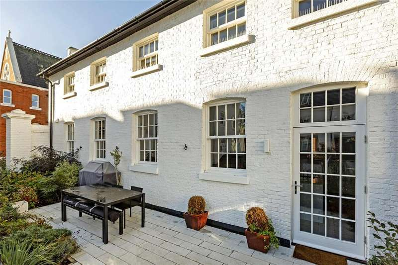 3 Bedrooms Mews House for sale in Edward Blore Mews, Egerton Drive, Middlesex, TW7