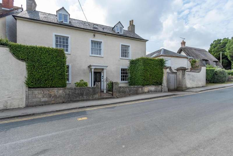 4 Bedrooms Detached House for sale in High Street, Blunsdon, Wiltshire