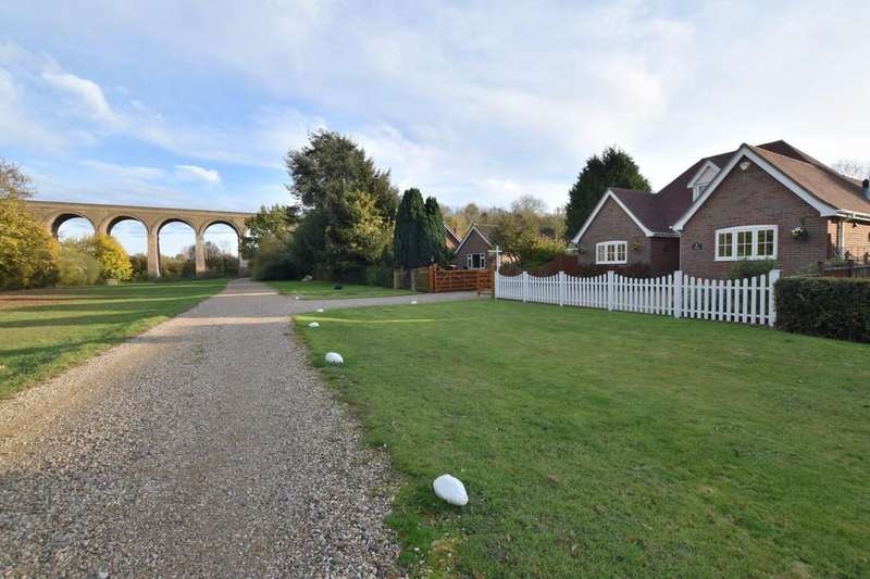3 Bedrooms Detached Bungalow for sale in Chappel Hill, Chappel, Colchester, CO6 2DT