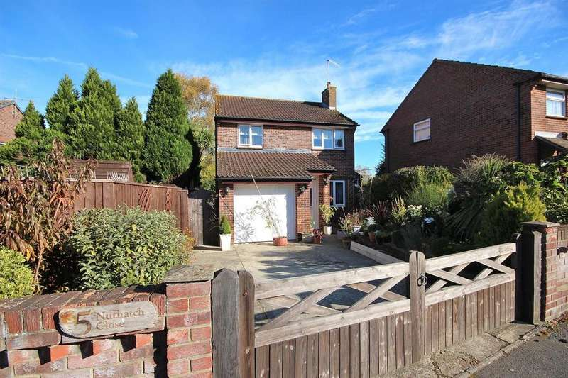 3 Bedrooms Detached House for sale in Nuthatch Close, Creekmoor, Poole