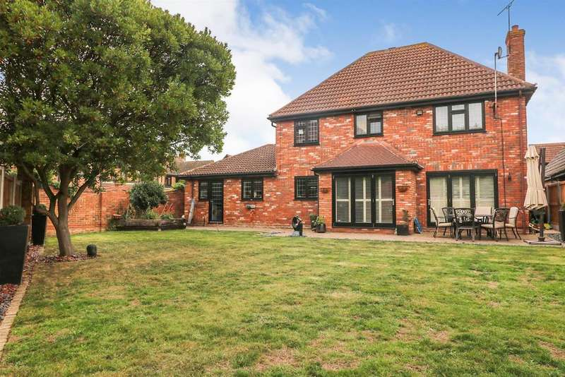 4 Bedrooms Detached House for sale in Yew Tree Close, Hatfield Peverel, Chelmsford