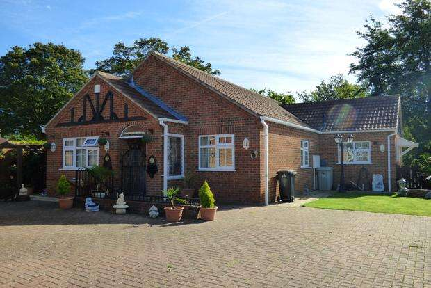 3 Bedrooms Bungalow for sale in Wentworth Close, Skegness, PE25