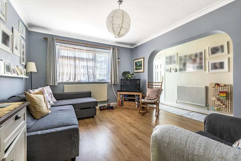 2 Bedrooms Flat for sale in Carston Close, Lee