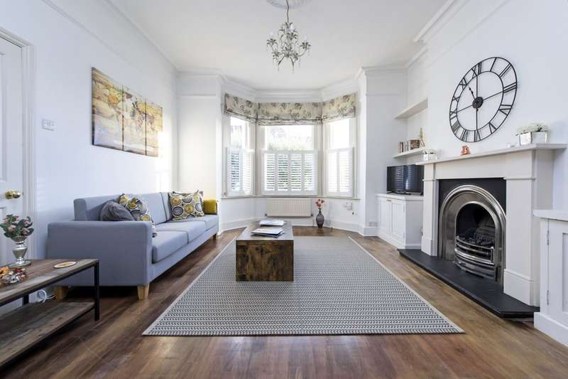 4 Bedrooms Semi Detached House for sale in Wakehurst Road, London SW11