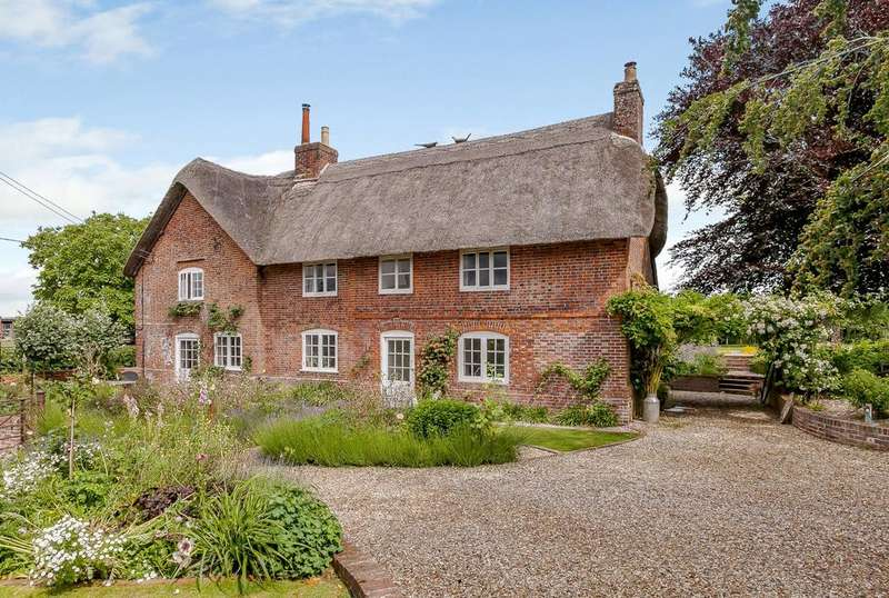 4 Bedrooms Detached House for sale in Westcourt, Burbage, Marlborough, Wiltshire