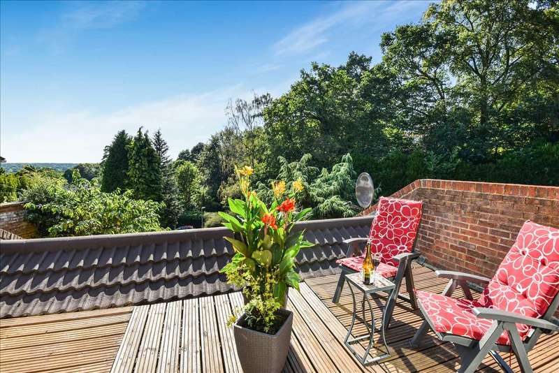 4 Bedrooms Detached House for sale in Cock-A-Dobby, Sandhurst