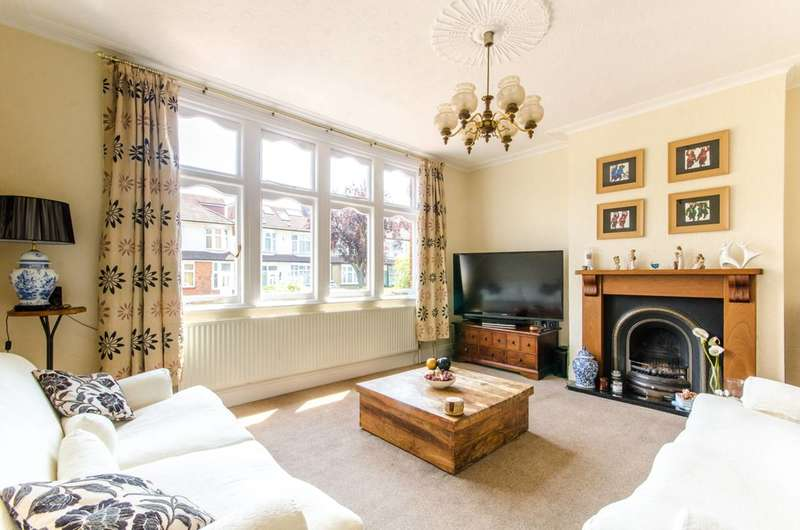 3 Bedrooms House for sale in Faversham Avenue, Enfield Town, EN1