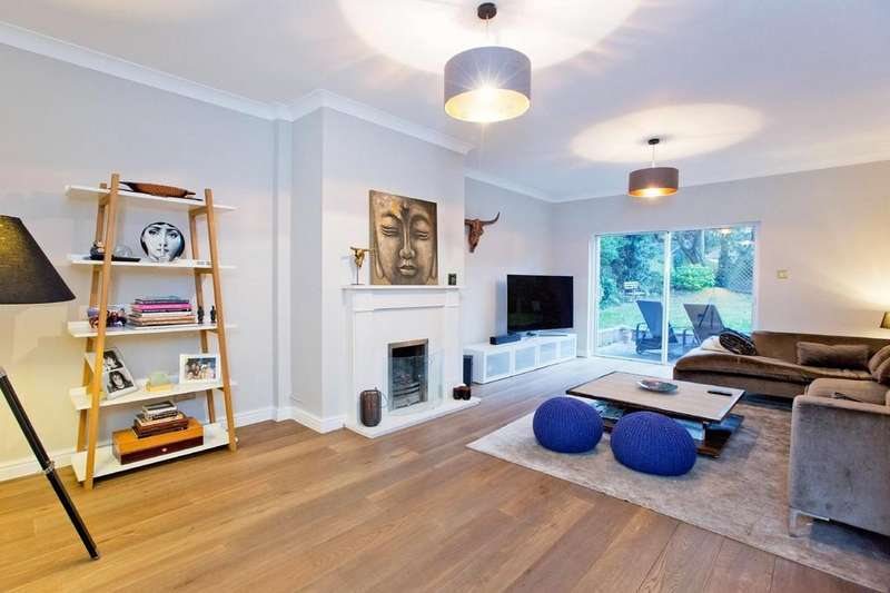 5 Bedrooms Detached House for sale in Chartwell Place, Harrow HA2