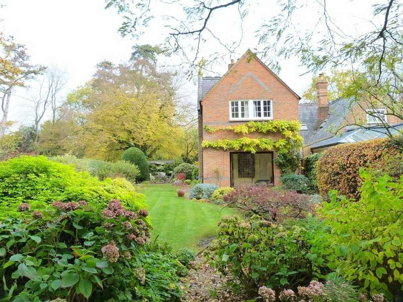 4 Bedrooms Semi Detached House for sale in Ayot St Peter, Welwyn