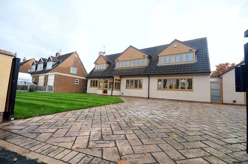 4 Bedrooms Detached House for sale in Ladypool, Hale Village
