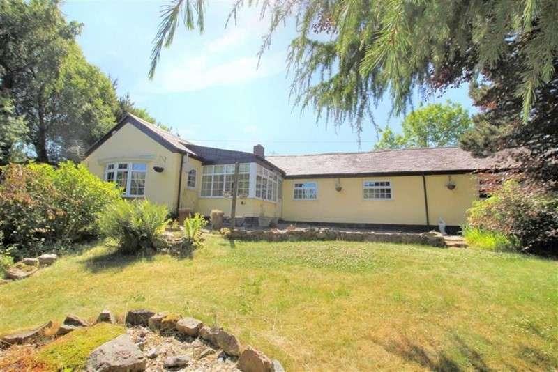 3 Bedrooms Bungalow for sale in Mynydd Du Road, Mynydd Du, Mold, Flintshire, CH7 4BL