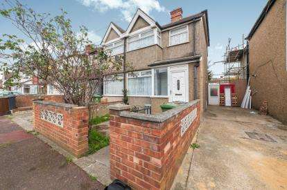 3 Bedrooms End Of Terrace House for sale in Dagenham, Essex, .