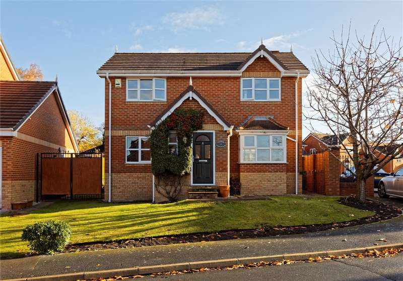 3 Bedrooms Detached House for sale in St. Marys Park Green, Leeds, West Yorkshire, LS12