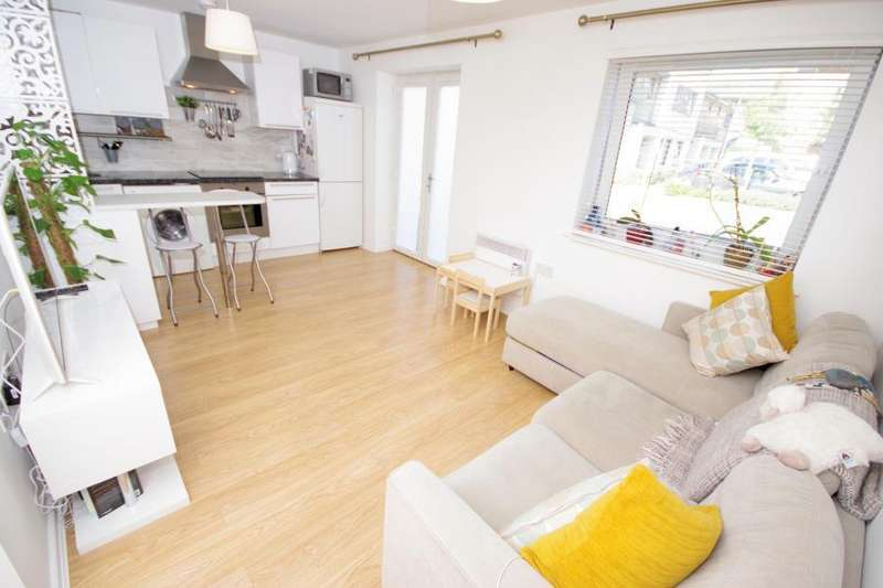 2 Bedrooms Flat for sale in MANDORA HOUSE, AMPORT PLACE, MILL HILL EAST, NW7