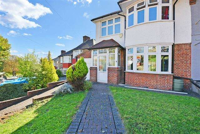 4 Bedrooms Semi Detached House for sale in Bankhurst Road, Catford