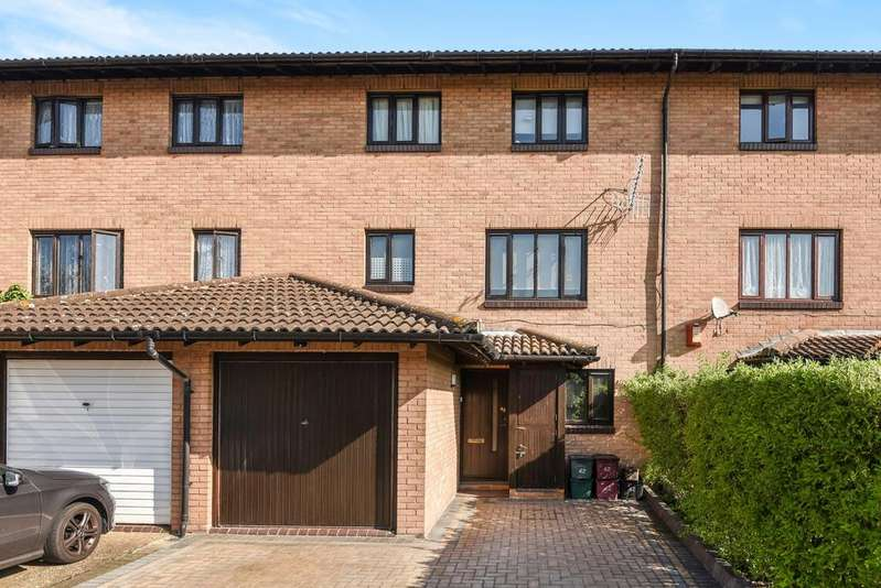 4 Bedrooms Terraced House for sale in Eastgate Close London SE28