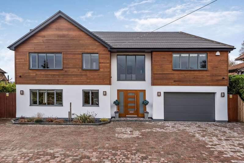 5 Bedrooms Detached House for sale in The Hillside Chelsfield BR6