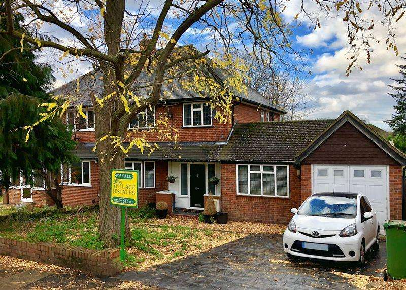4 Bedrooms Semi Detached House for sale in St James Way, Sidcup
