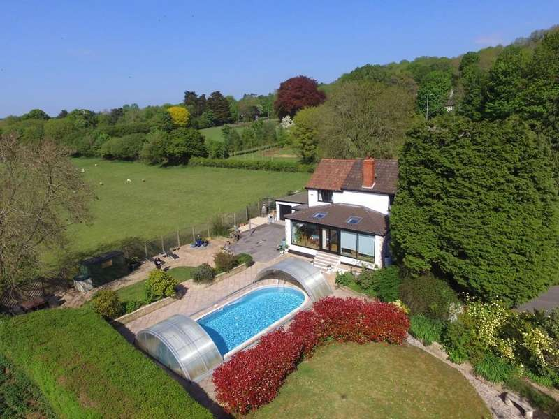 6 Bedrooms Detached House for sale in Outside covered ten metre swimming pool