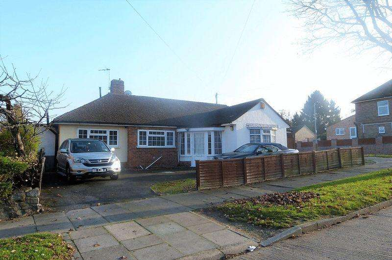 4 Bedrooms Detached Bungalow for sale in Lodge Farm Road, Leicester