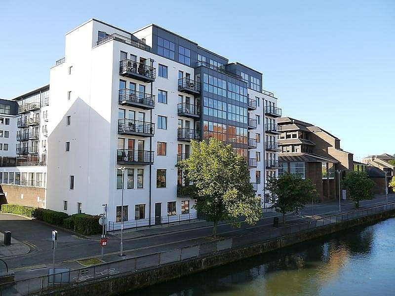 2 Bedrooms Flat for sale in Queens Wharf, Queens Road, Reading, RG1