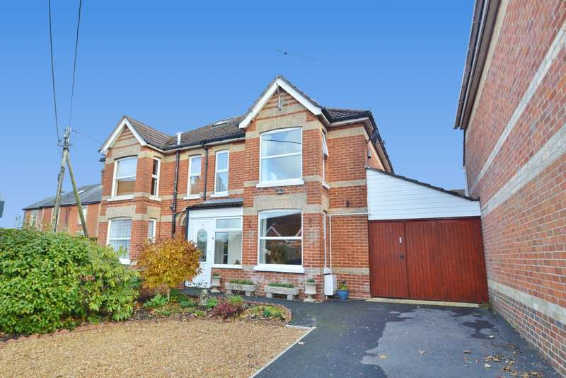 3 Bedrooms Semi Detached House for sale in Ringwood Town Centre