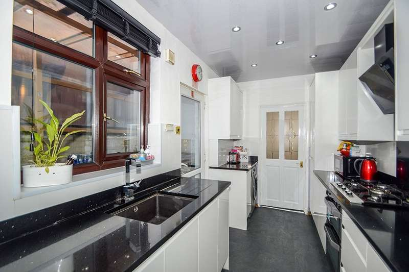 3 Bedrooms Semi Detached House for sale in Fernie Road, Leicester, LE5