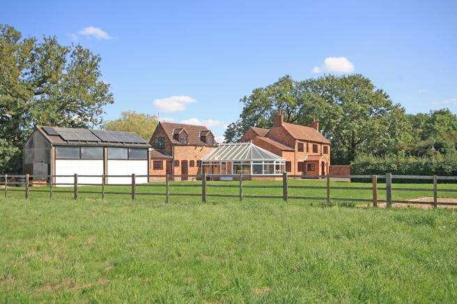 5 Bedrooms Detached House for sale in Lansic House, Lansic Lane, Hoveringham, Nottinghamshire NG14 7JN