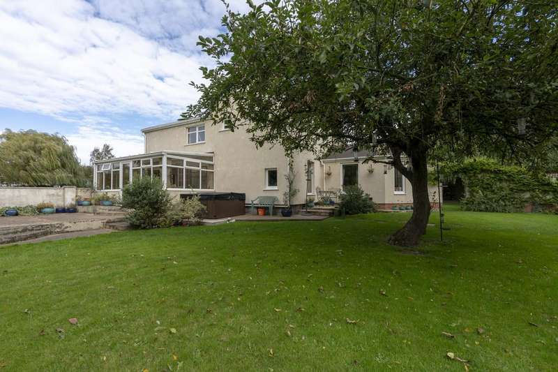 4 Bedrooms Detached House for sale in , Trentside, Scunthorpe, South Humberside, DN17