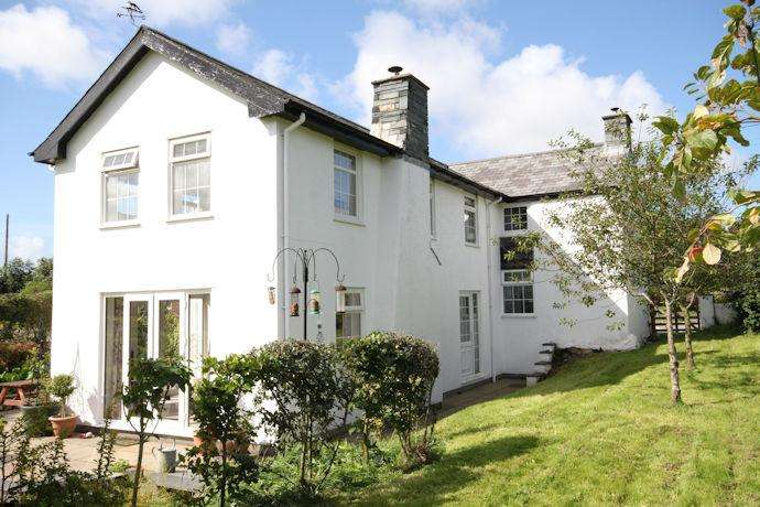 4 Bedrooms Detached House for sale in BRYNCRUG LL36