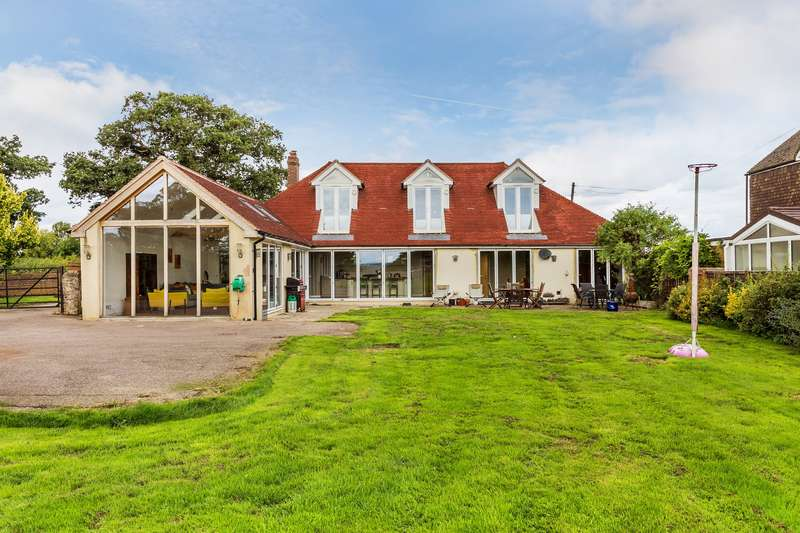 5 Bedrooms Detached House for sale in Gayhouse Lane, Outwood, Surrey, RH1 5PP