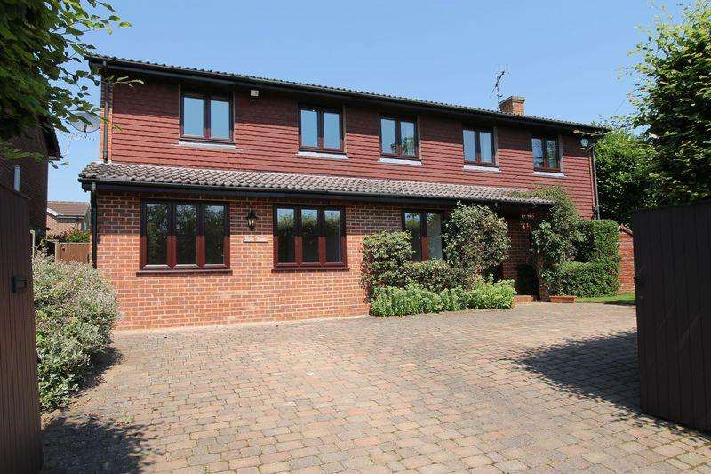 4 Bedrooms Detached House for sale in Knoll Road, Godalming