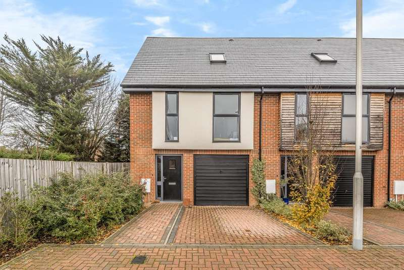 3 Bedrooms House for sale in Faircross Court, Thatcham, RG18