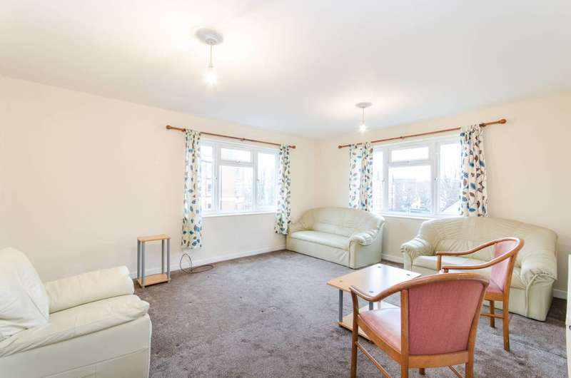 2 Bedrooms Flat for sale in Chichele Road, Willesden Green, NW2