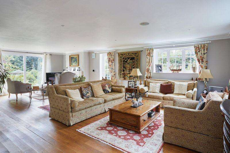 5 Bedrooms Detached House for sale in The Warren, Mayfield