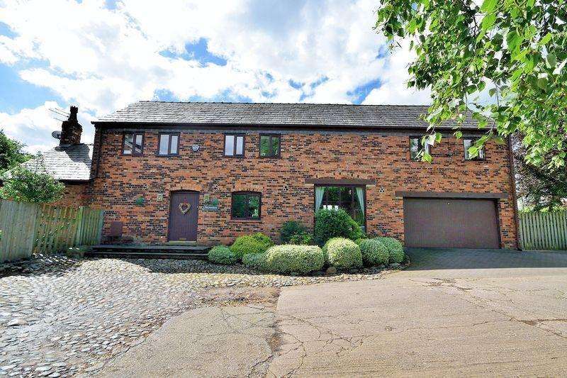 4 Bedrooms House for sale in Keckwick Lane, Daresbury, WA4 6SU