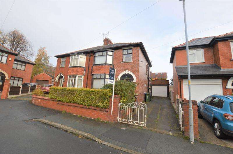 3 Bedrooms Semi Detached House for sale in Warley Grove, Dukinfield
