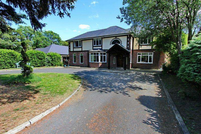 4 Bedrooms Detached House for sale in Cavendish Road, Eccles, Manchester