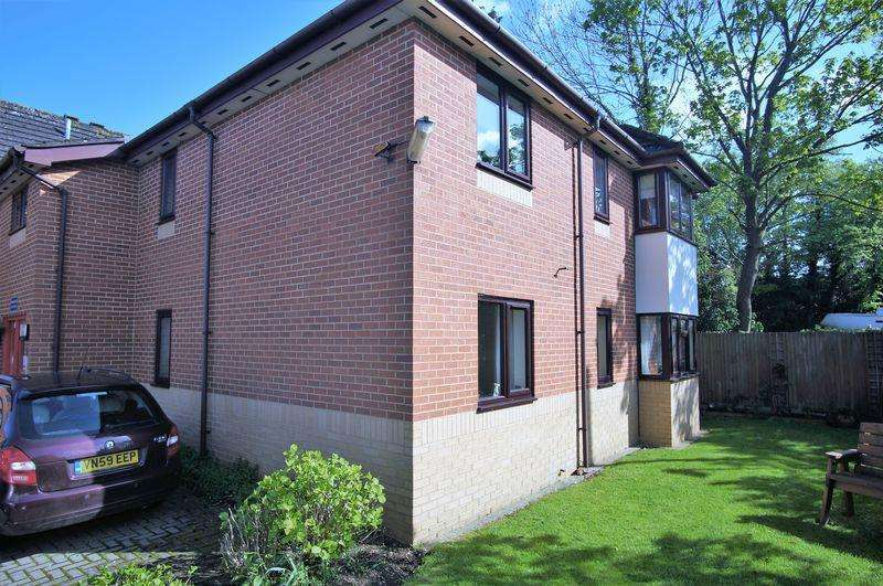 2 Bedrooms Ground Flat for sale in Albemarle Road, Churchdown