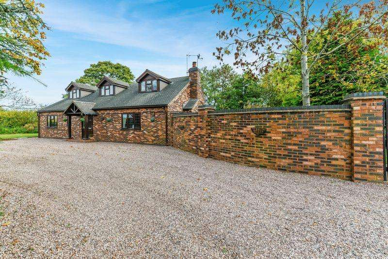 4 Bedrooms Detached House for sale in The Rise, Slindon, Staffordshire