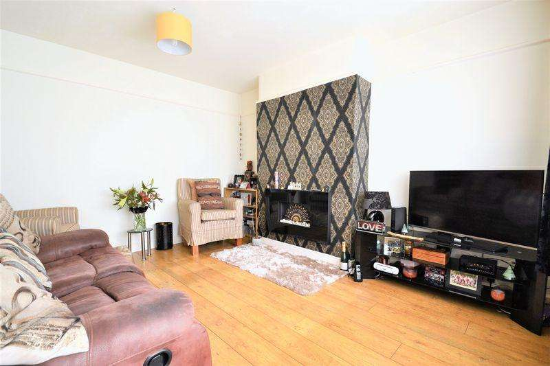 3 Bedrooms Semi Detached House for sale in Parksway, Swinton, Manchester